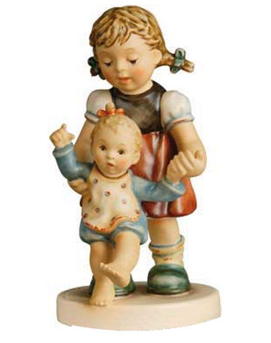 Hummel actueel | Hummel Beeldje Erste Schritte / First Steps | Peter's Hummel Home | De grootste collectie beeldjes | Hummel Disney Goebel R...