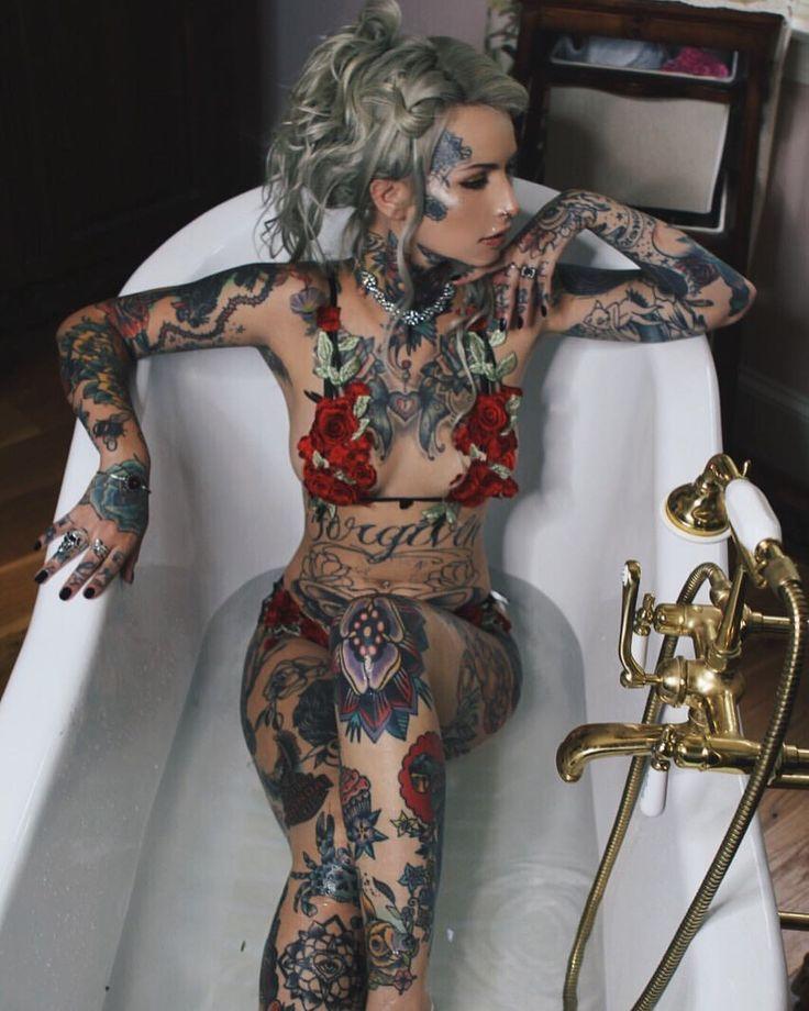 лифчика вывались татуированная тетка с негром предания смерти