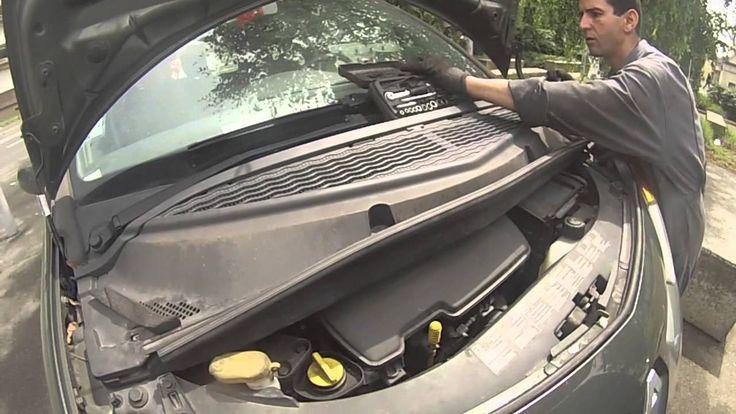 Démonter les plastiques du cache moteur sur une Renault Modus