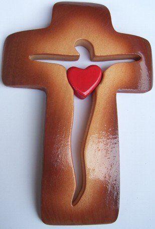 Pared Cruz/crucifijo de ancho con corazón rojo en el centro