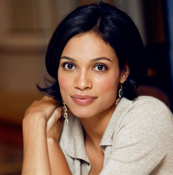 She born in New York and she joined the film industry in the age of 23 years and due to her roles and hard worksRosario Dawson reaches at the top of fame and success. Description from heightbra.com. I searched for this on bing.com/images