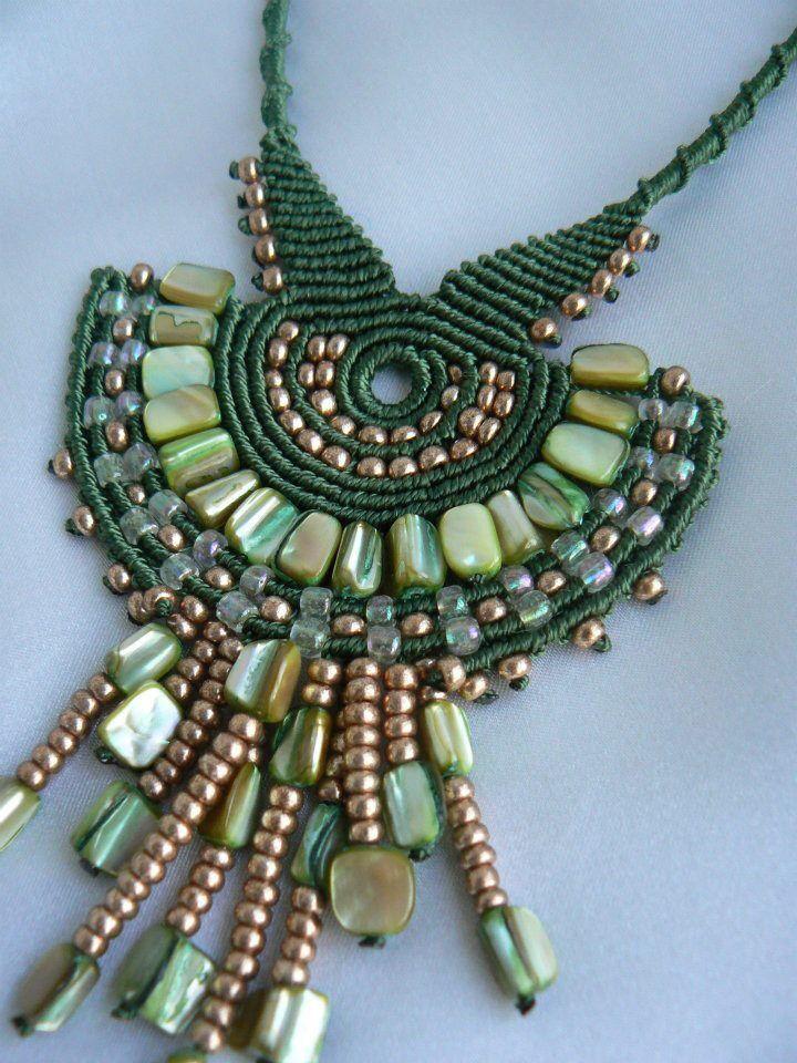 Macramè:green pendant.