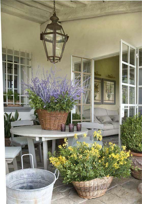 faded charm Vicky's Home: Una casa de estilo provenzal en la Toscana / A Provencal style home in Tuscany http://s.bhome.us/DbD8n05b via bHome https://bhome.us
