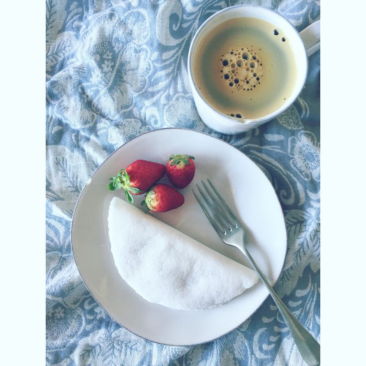 Breakfasttrying something new: tapioca #breakfast #tapioca #strawberries #photolovers #foodlovers #coffee #styling #homesick #life #healthyfood