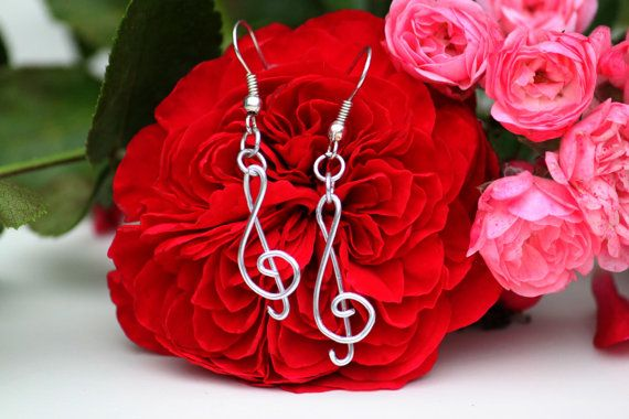 Treble clef aluminium wire wrapped earrings by DeaJewelryStore
