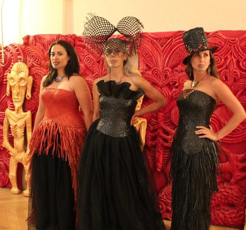 dresses, Tawhiao (Maori)