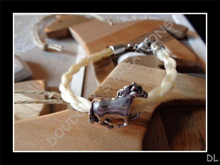 """Bracelet en véritables crins de cheval """"blancs"""", tressé en corde 4 brins, perle passante """"cheval au galop"""" : Bracelet par doudoux-crins"""