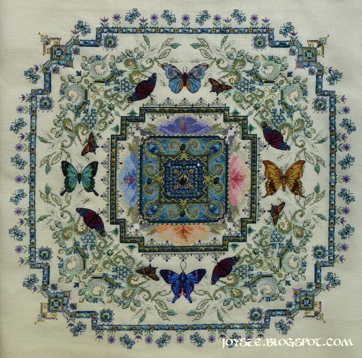 Butterfly Lace Mandala by Chatelaine (Martina Rosenberg) http://chatelainestitchers.blogspot.com.tr/search/label/FINISHES%20GALLERY