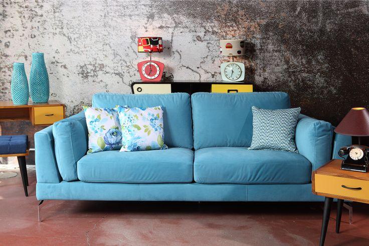 Salon vintage #vintage #canape #lampe #decoration #sofa #blue ...