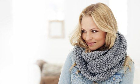 A simple but effective snood pattern for beginner knitters to celebrate National Knitting Week and Wool Week