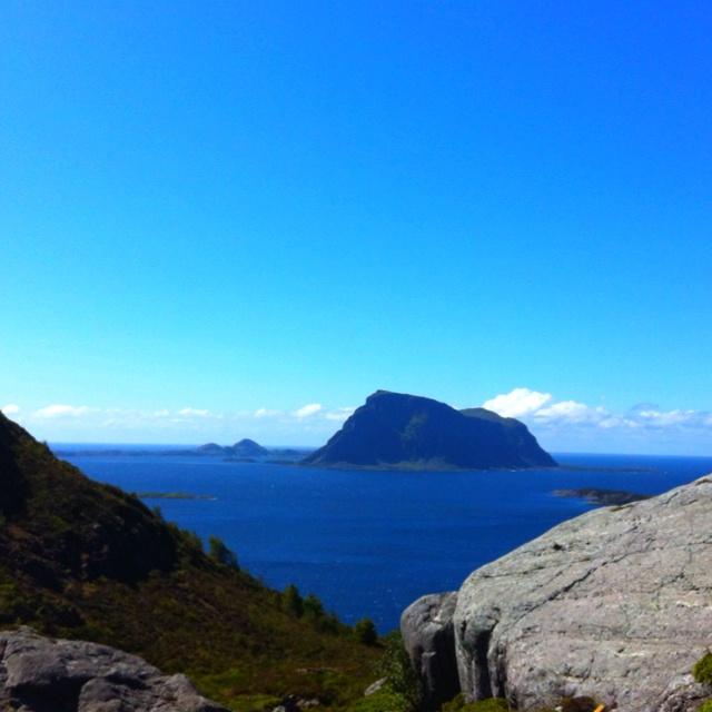 Hovden fra brurastakken #atløy#brurastakken#ferie2012#fjelltur