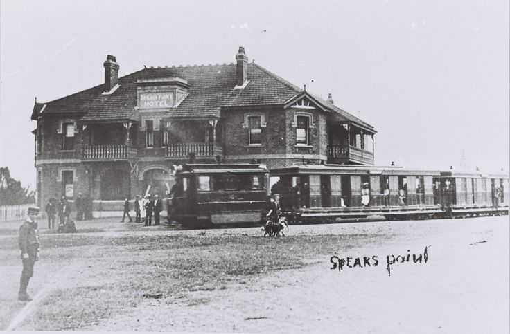 Steam tram at Speers Point Hotel (later Pippies Hotel), Speers Point, 1930s
