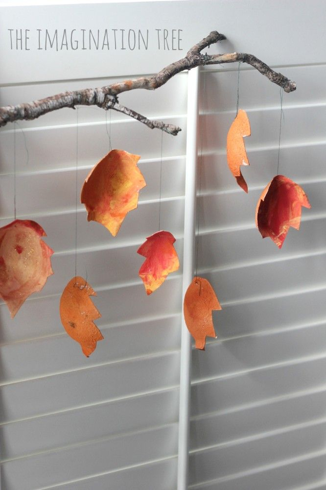 Gorgeous autumn leaf mobile from a fruit carton!