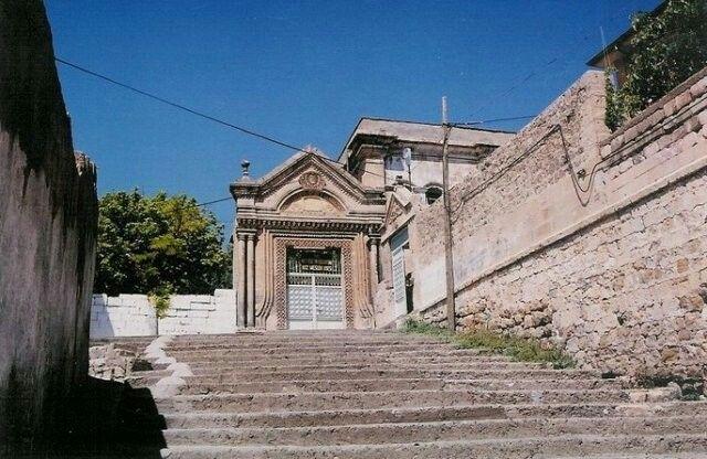 Escalinata hacia la escuela