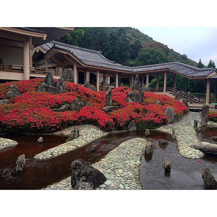 松尾大社 松風苑「曲水之庭」 #京都 #松尾大社 #庭園 #松風苑 #曲水之庭 #重森三玲 #寺社仏閣 #ig_nihon #icu_japan #mobile_perfection #IGersJp #ig_japan #iphoneonly #mobilephotography #nofilter #bns_mobile #shootermag_japan #mwjp #ptk_japan #Loves_Nippon #bns_travels #japan #kyoto #shrine #garden