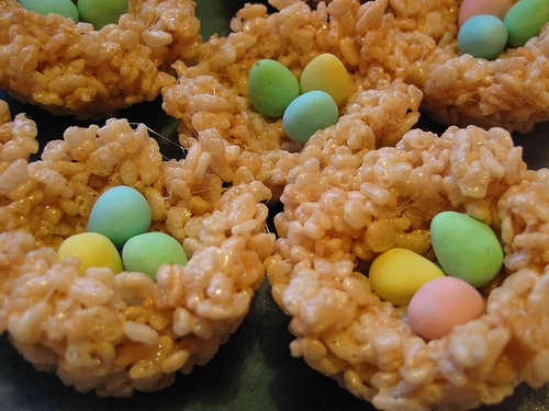 Rice Crispy Treat Easter Egg Nests. It would be really cute to add one of those marshmallow peeps chickens over the eggs.: Crispie Nests, Krispies Eggs, Rice Krispies, Easter Nests, Easter Eggs, Crispy Nests, Krispies Nests, Rice Crispy Treats
