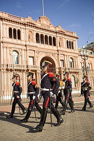 Guardias que marchan frente a la Casa Rosada, Buenos Aires, Argentina, América del Sur