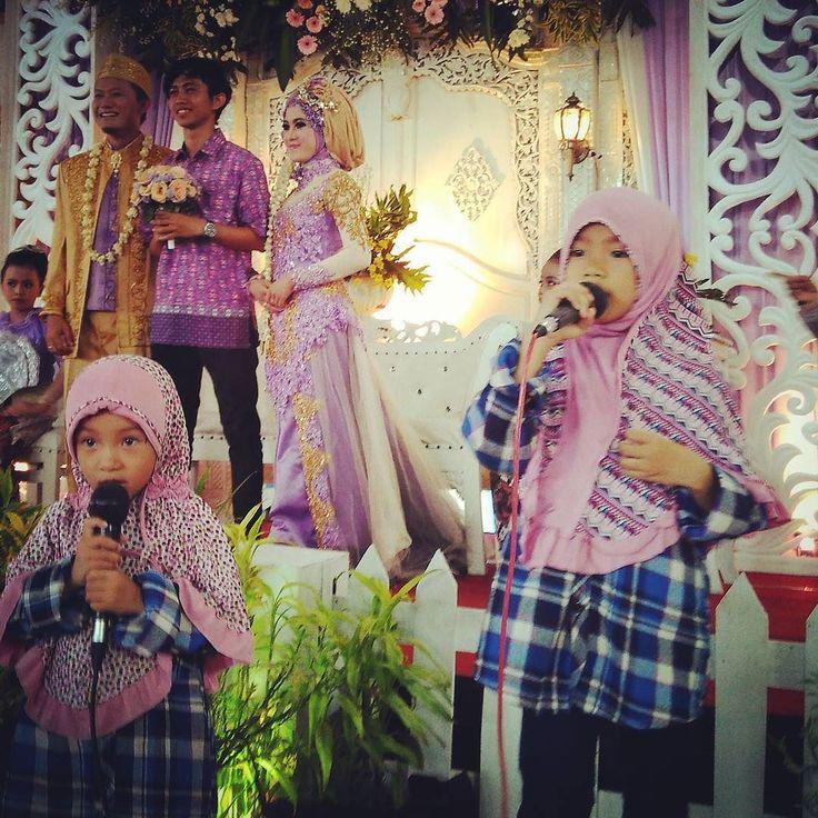 Mengisi liburan Sekolah.  Check sound sebelum tampil di acara Walitul'ursy Islamic Wedding. #singersongwriter #singers #pengajian #percayadiri #pen #penyanyi #soundsystem #habibsyechbinabdulqodirassegaf #tausyahcinta #p #bantul #sleman #yogyakarta #wisata #malioboro #kids #hijabfashion #walimatulurus by zerlinaqonza https://www.instagram.com/p/BGGlxGcGltY/ #jonnyexistence #music