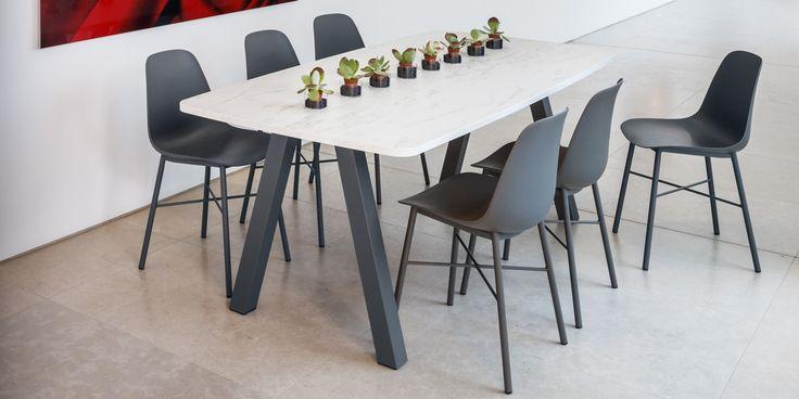 Keukentafels en -stoelen, verkrijgbaar bij Top Interieur in Izegem en Massenhoven, meerdere kleuren en uitvoeringen mogelijk!