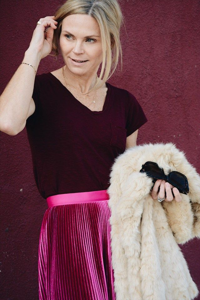 pink pleated midi skirt + burgundy tee + beige faux fur coat, fall outfit ideas
