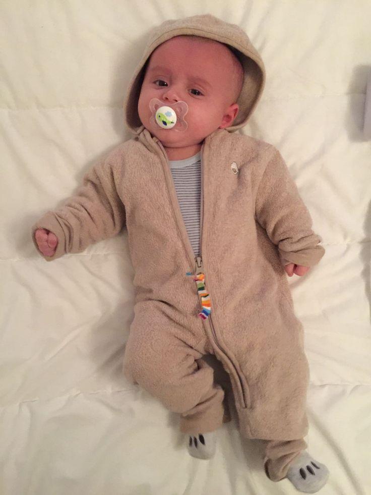 Baby keeps warm with this jumpsuit in cotton fleece (removable hood)!  Bébé reste bien au chaud avec cette combinaison en coton polaire (capuche amovible)!