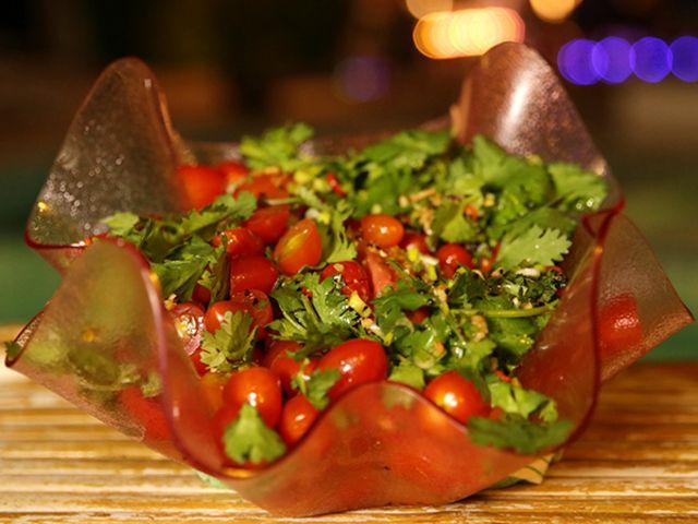 Satayspett och het tomatsallad (kock Tina Nordström)