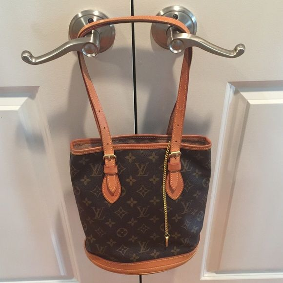 Louie Vuitton Petite Bucket Purse Authentic Louie Vuitton ...