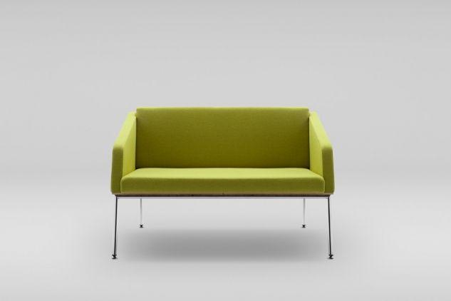 Sofa FIN 2 z podłokietnikami podstawa metalowa #design #sofa