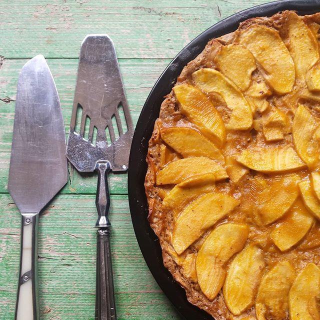 Tarta De Manzana Rellena De Manzana Con Azúcar Moreno Y Canela Deliciosa Comida Relleno De Manzana Tarta De Manzana