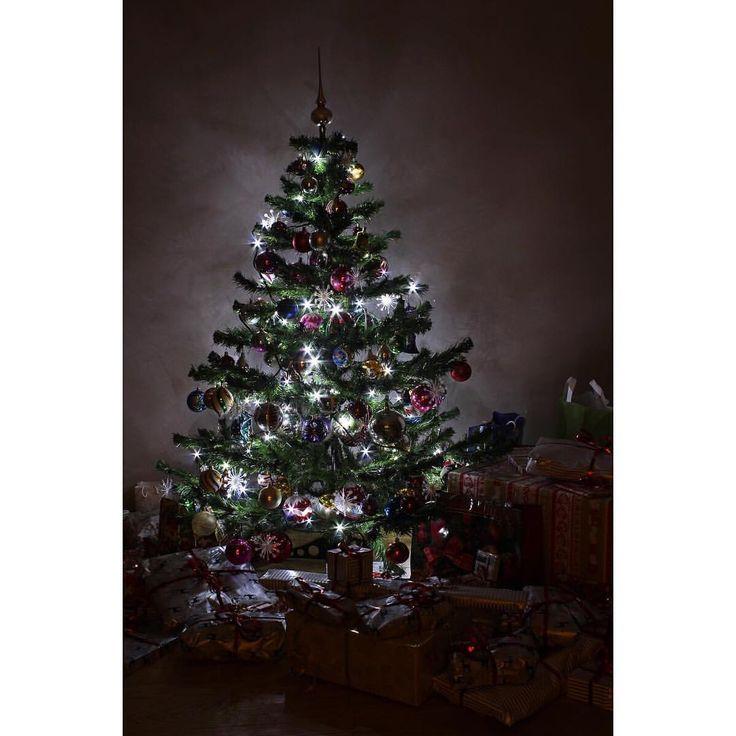 Traditional Czech Christmas decorations on Christmas tree @michaelavavrin • To se mi líbí (225)