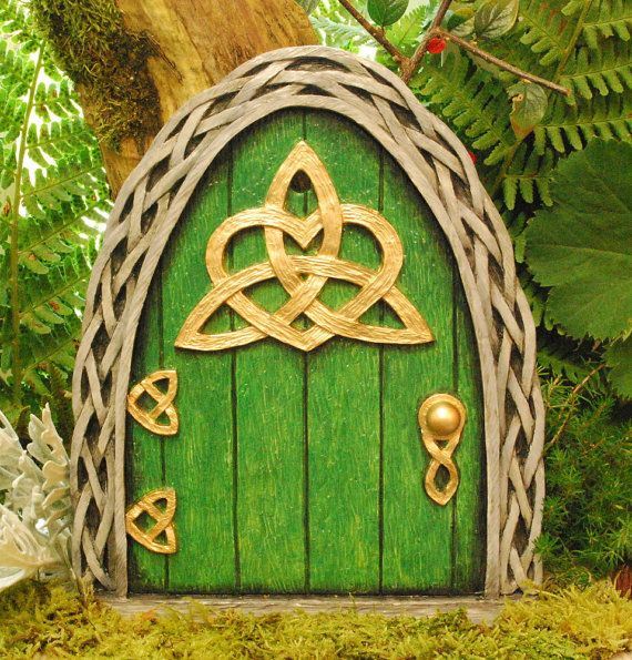 1000 ideas about large fairy garden on pinterest for Irish fairy door ideas