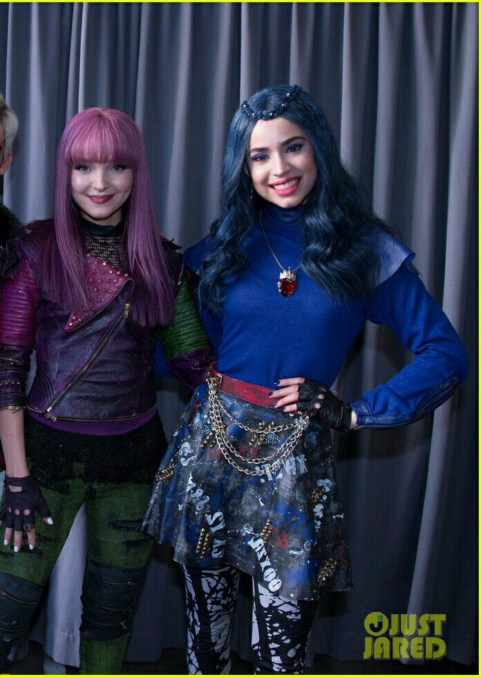 Image result for evie outfit at beginning of descendants 2 movie, mals daydream