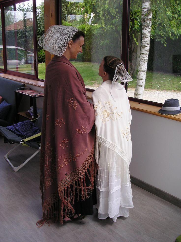 Katiole et châle du Trégor du début du 20ème siècle, Touken et robe de petite fille