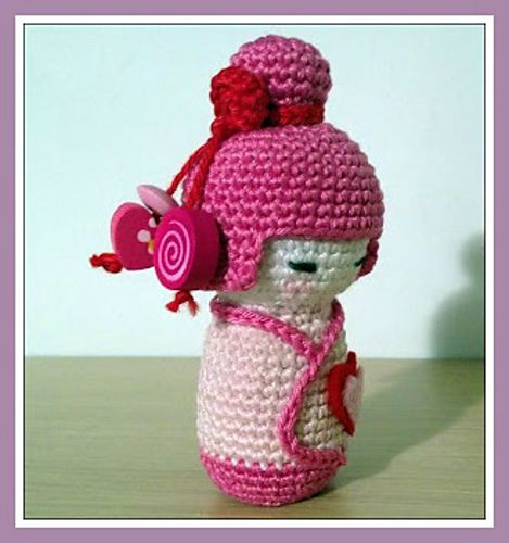 Kokeshi Doll Knitting Pattern : 1000+ images about Crochet - Japanese Dolls ! on Pinterest Japanese doll, A...