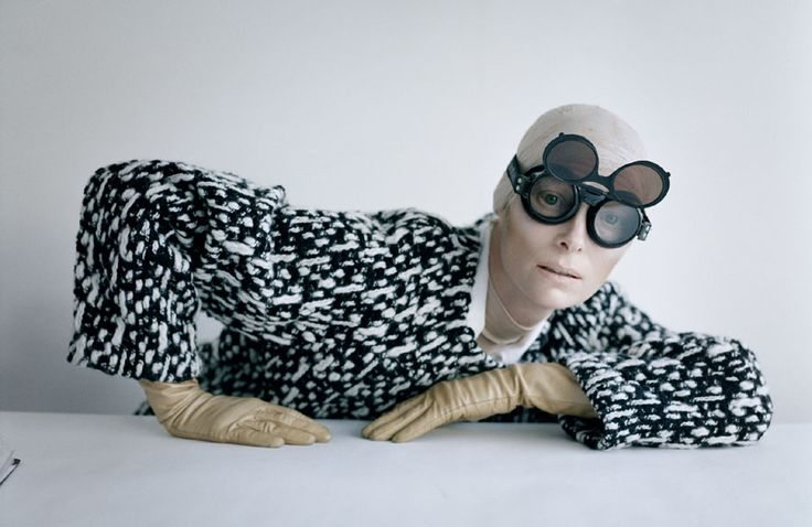 Tilda Swinton and aviator goggles - Reykjavik, Iceland, 2011    Le livre Story Teller par Tim Walker