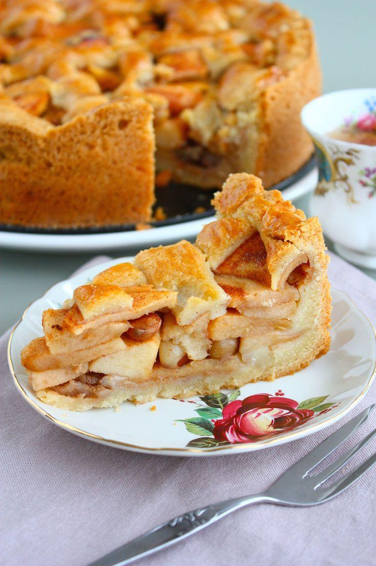 Vroeger bakte mijn moeder al de allerlekkerste appeltaart op elke verjaardag. Inmiddels heb ik mijn eigen recept en die deel ik maar al te graag met jullie!