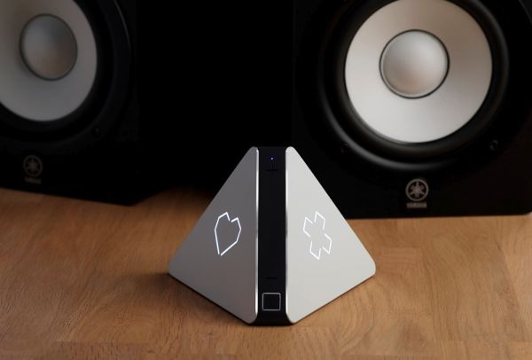 Prism est un object connecté qui choisit pour vous les musiques diffusées, à partir de plusieurs élements : ambiance, goût des gens dans la pièce, jour de la semaine...