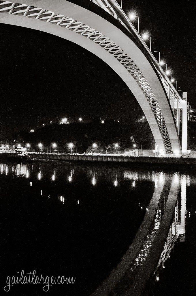 Ponte da Arrábida à noite www.webook.pt #webookporto #porto #pontes