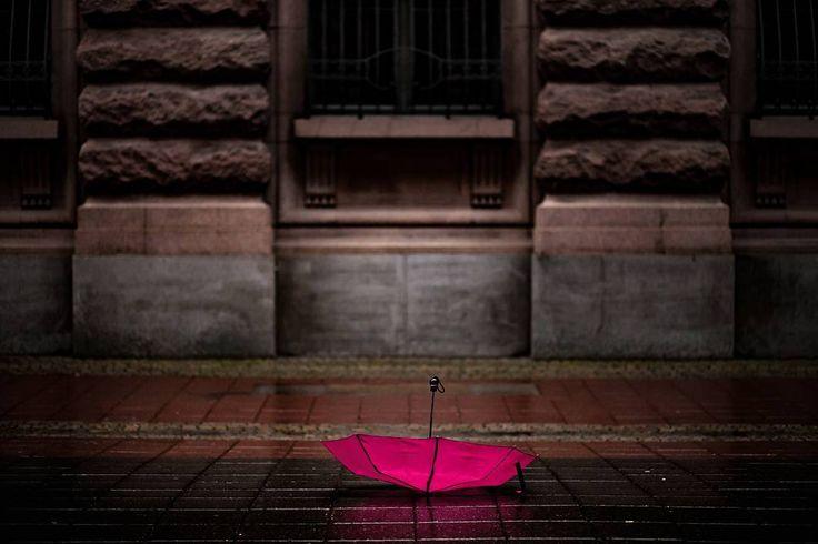 You are doing it the wrong way.. . . . . #scottkelby #wwpw2017  #streetphotography #wwpw2017se #worldwidephotowalk #photowalk #streetphotography #ig_worldwide #photowalk #rainyday #worldwidephotowalk2017 #stockholm #umbrella #rainyday