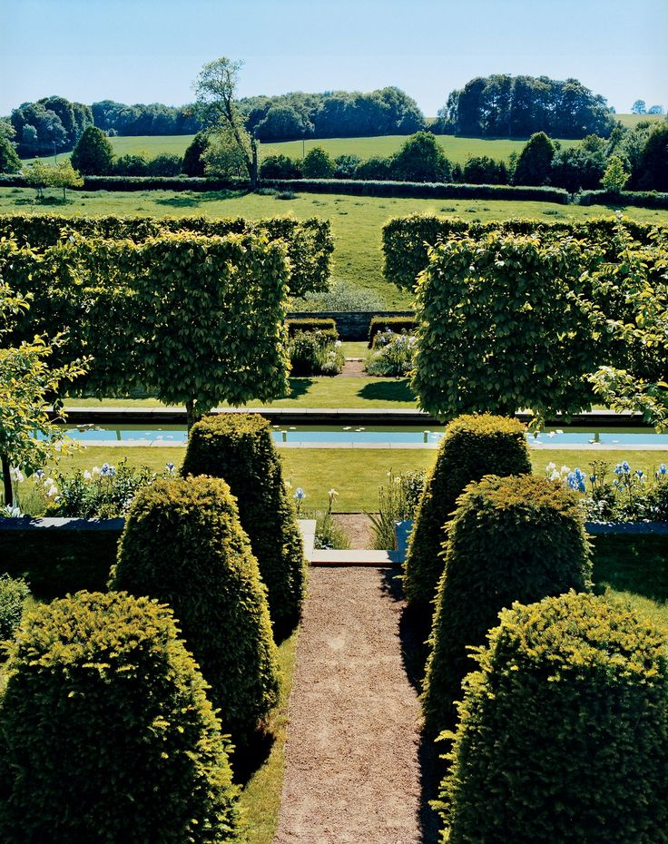 Patrick Kinmonth's valley garden. Photographed by Christopher Sturman, Vogue, July 2010.