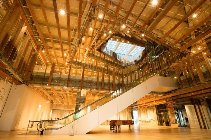 本だけじゃないよ 建物や空間も楽しめる日本全国のステキな図書館10選 キナリノ 図書館建築 図書館デザイン 建物