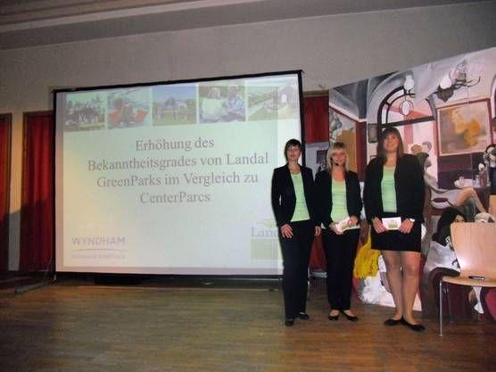 Projektarbeiten Instituto de FP alemán donde también se trabaja con proyectos. Aquí la foto de un grupo presentando el suyo