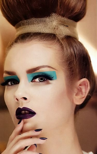 colorblock teal eye + dark purple lip at dior couture fall 2010
