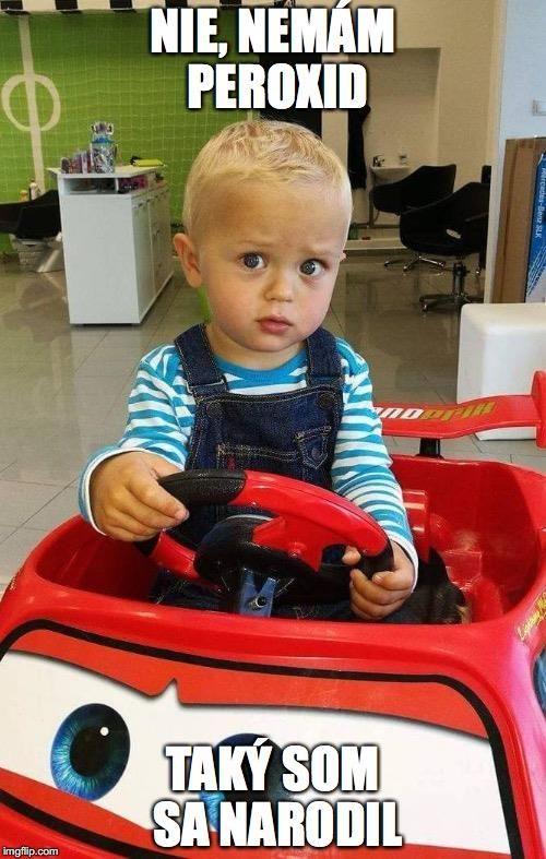 Také krásne blond vlásky by mu nejedna princezná mohla závidieť... princátko s uhrančivým pohľadom.👑😉#haircut #boy #blonde #novyuces #detskekadernictvo