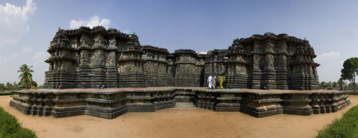 Belur – A prominent land which depicts the tale of the Kings and the history of the 10th-century ruins temples.Belur is a small town comes under the Hassan district at a distance of 38 Km, situated on the bank of the river Yagachi.