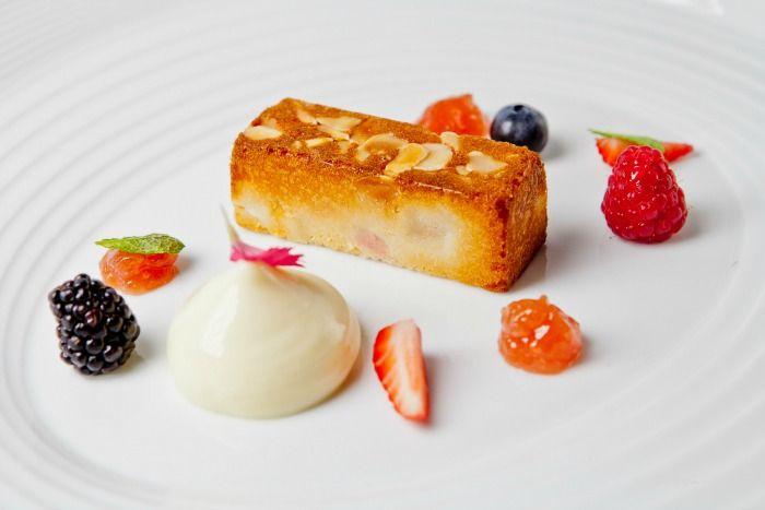 Tortino al rabarbaro http://www.gamberorosso.it/component/k2/item/1019517-pastry-chef-intervista-a-chiara-patracchini-chef-pasticcera-del-ristorante-la-credenza-di-san-maurizio-canavese