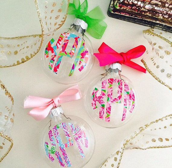 Prep up your Christmas Tree with this ADORABLE glass ornament personalized with your monogram in Lilly Pulitzer print! Christmas has never
