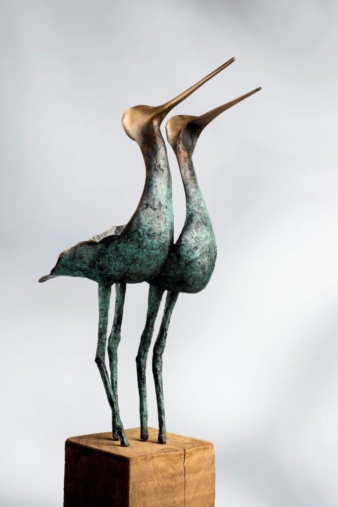 """""""A love affair"""", bronzen vogels van Leon Veerman, beeld te zien bij Galerie Honingen in Gouda"""