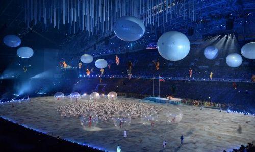 ソチ・パラリンピック】さまざまなパフォーマンスが繰り広げられた開会式=ロシア・ソチのフィシュト五輪スタジアムで2014年3月7日午後8時35分、宮間俊樹撮影