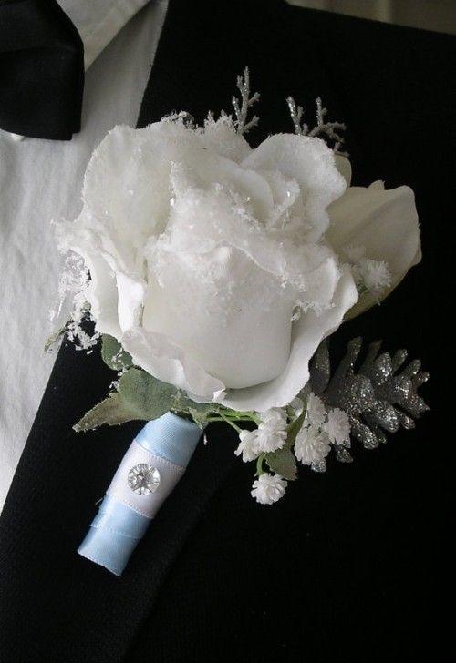 10 Beautiful Winter Wedding Boutonnieres